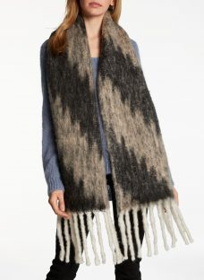 Unmade Blurry Hairy Scarf